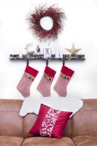 Nail-free Christmas decorating